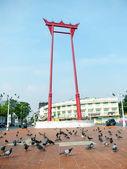 BANGKOK-JANUARY 4: Giant swing near Suthat Temple, Bangkok, Thailand on January 4, 2012. — Stock fotografie