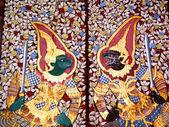 Bangkok, thailand - 4 januari: traditionella thailändska oljemålning art om ramayana berättelse på displayen på templet vägg wat suthat på januari 4, 2012 i bangkok, thailand — Stockfoto