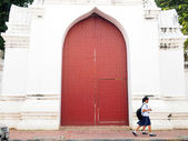 LOP BURI, THAILAND - DECEMBER 8, 2012: students walk through the doors on Lop Buri,Thailand.  — Stock Photo
