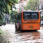 BANGKOK, THAILAND - OCTOBER 30 : Heavy flooding from monsoon rain in Ayutthaya and north Thailand arriving in Bangkok on October 30,2011 Bangkok, Thailand — Stock Photo #44356361