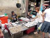 BANGKOK, THAILAND - SEPTEMBER 8: Unidentified woman selling fish on the local market in Bangkok, Thailand on September 8, 2012. — Stock Photo