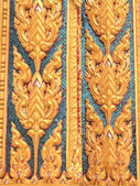 Gold textured door Thai style in ancient buddhist temple — Stock Photo
