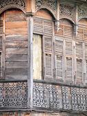 Eski ahşap evin kapı, tayland geleneksel tarzı — Stok fotoğraf