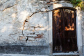 Arched Door in Old Weathered House in Pula, Croatia — Stok fotoğraf