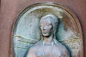 Reliéf hlavy žena v siena, toskánsko, itálie — Stock fotografie