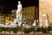 海王星在广场喷泉 della 米开朗基罗在夜间在佛罗伦萨 — 图库照片