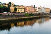 Arno nehri setin içinde erken sabah ışık, floransa, ital — Stok fotoğraf