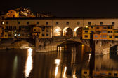 Night view of the Ponte Vecchio (Old Bridge), in Florence, Italy — Stock Photo
