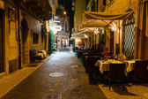 Freiluft-restaurant in dem bürgersteig von piazza bra in verona, vene — Stockfoto