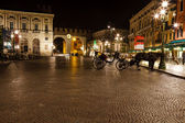 Medieval Gates in the Wall to Piazza Bra in Verona at Night, Ven — Стоковое фото