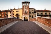 圣徒彼得桥在维罗纳、 威尼托、 意大利的阿迪杰河 — 图库照片