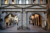 Ancient Roman Gate Porta Borsari in Verona, Veneto, Italy — Stock Photo