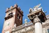 Piazza delle Erbe and Lion of Saint Mark in Verona, Veneto, Ital — Stock Photo