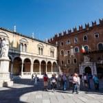 ������, ������: Dante Statue on Piazza dei Signori in Verona Veneto Italy