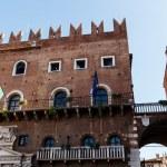 Winged Lion Bas-Relief on Piazza dei Signori in Verona, Veneto, — Stock Photo