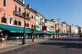 Restaurants and Cafes on Piazza Bra in Verona, Veneto, Italy — Stock Photo