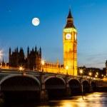 luna piena sopra il big ben e la casa del Parlamento, Londra, Regno — Foto Stock #14141316