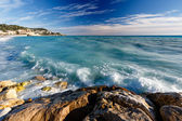 Azure Sea and Beuatiful Beach in Nice, French Riviera, France — Stock Photo