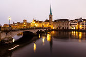 View of Zurich and Old City Center Reflecting in the river Limma — Foto Stock