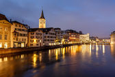 Illuminated Saint Peter Church and Houses along Limmat River Ban — Stock Photo