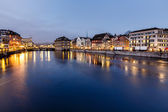 Illuminated Cityhall and Limmat River Bank in the Evening, Zuric — Stock Photo