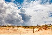 Weiße wolken über guincho strand in cascais bei lissabon, portugal — Stockfoto