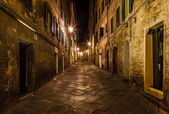 Narrow Alley With Old Buildings In Medieval Town of Siena, Tusca — Stock Photo