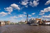 осколок и southwark мост в лондоне, соединенное королевство — Стоковое фото