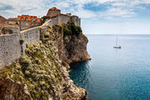 Yacht and Impregnable Walls of Dubrovnik, Croatia — Stock Photo
