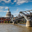 Millennium Bridge and Saint Paul's Cathedral in London, United K — Stock Photo