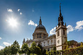Saint Paul's Cathedral in London on Sunny Day, United Kingdom — Stok fotoğraf
