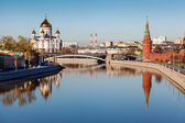 View on Kremlin and Cathedral of Jesus Christ Saviour, Moscow, R — Stock Photo