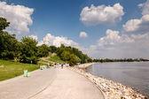 Rzeki moskwy i kościół wniebowstąpienia w kolomenskoje, moskwa — Zdjęcie stockowe