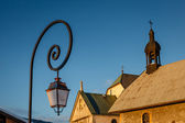 Street Lamp and Medieval Church in Megeve, French Alps — Stock Photo