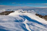 Skidåkning och snowboard i franska alperna, megeve — Stockfoto