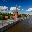 Moscow Kremlin and Moscow River Embankment, Russia — Stock Photo