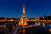 Eiffel Tower and Trocadero Fountains in the Evening, Paris, Fran — Stock Photo