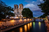 Notre Dame de Paris Cathedral and Seine River in the Evening, Pa — Stock Photo