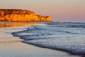 Atardecer en la playa de porto de mos en lagos, algarve, portugal — Foto de Stock