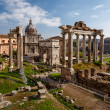 Roman Forum (Foro Romano) and Ruins of Septimius Severus Arch an — Stock Photo