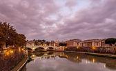 Illuminated Tiber River Embankment and Saint Peter's Cathedral i — Stock Photo
