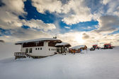 麦当娜迪多纳滑雪胜地,意大利阿尔卑斯山的滑雪餐厅, — 图库照片