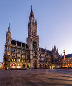 New Town Hall and Marienplatz in Munich at Dawn, Bavaria, German — Stock Photo