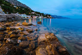 Rocky Beach and Small Village near Omis in the Evening, Dalmatia — Stock Photo