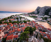 Aerial View on Omis Old Town and Cetina River, Dalmatia, Croatia — 图库照片