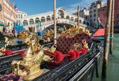 Gondolas at Rialto Bridge, Venice — Stock Photo