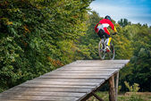 Jump with a mountain bike — Stock Photo