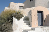 Garden en house in Thira.. — Stock Photo