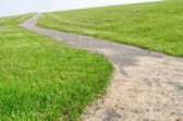 Walkway on a dyke in Lemmer, Netherlands. — Stock Photo