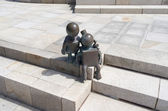 """Sculpture garden, with sculptures from the American Tom Otterness on the boulevard in Scheveningen called """"Fairytale Sculptures by the Sea"""". — Fotografia Stock"""